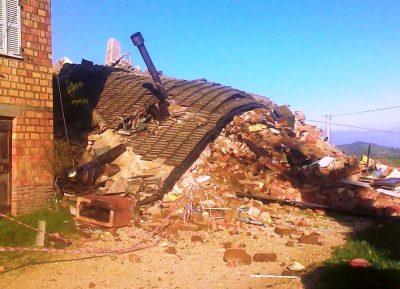casa-crollata-gualdo-contrada-zazza-terremoto-2016-1-400x289.jpg