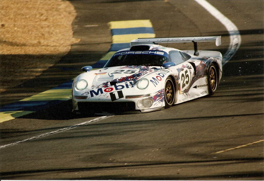 Porsche 911 GT1 Le Mans 1996.jpg