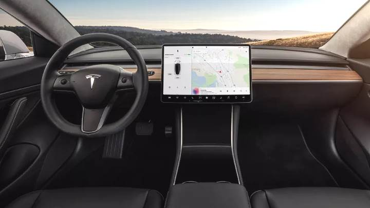 tesla-model-3-2018-dashboard.jpg